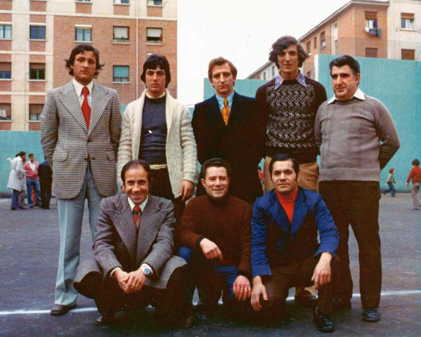 1974-75. Directiva Del CD Villegas, En El Patio Del Colegio Gonzalo De Berceo.