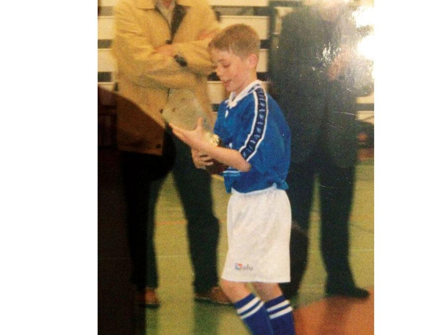 Iker Muniain Recibió El Trofeo A Mejor Jugador Del Torneo Villegas.