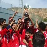 Los campeones recogieron el trofeo