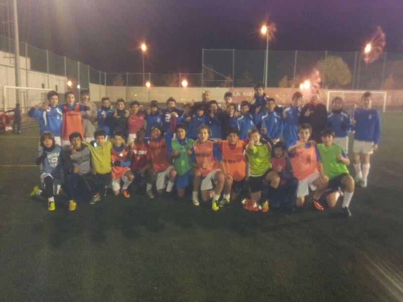 Los jugadores cadetes e infantiles del Villegas se solidarizan con Iván